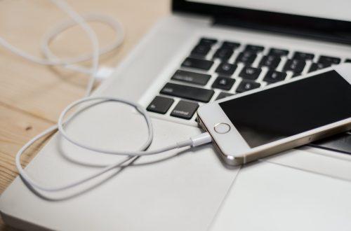 Computador portátil y iPhone